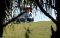 Hari Pertama Usai Lengser dari Gedung Putih, Trump Bermain Golf