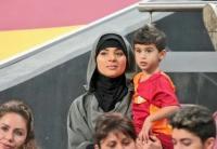 3 WAGs Pesepakbola Muslim yang Mengenakan Hijab, Siapa Paling Cantik?