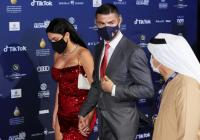 Intip Foto-Foto Georgina Rodriguez Kenakan Dress Merah Ketat di Globe Soccer Awards 2020
