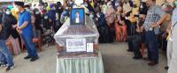 Istri Korban Sriwijaya Air Histeris Sambil Memeluk Peti Jenazah Suaminya Rion Yogatama