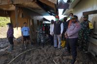 Banjir Paniasi Papua, Mensos Pastikan Kebutuhan Makanan dan Logistik Korban Aman