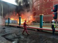 Kebakaran di Teluk Bayar Berasal dari Tumpukan Batu Bara di Pabrik