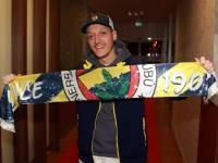 Mesut Ozil Bahagia Terima Hadiah Kiswah Kakbah