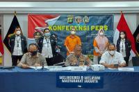 Mengaku Menantu Eks Pejabat Polri, Pasutri Tipu Pengusaha Rp39 Miliar