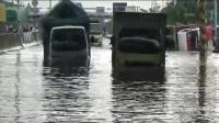 Pantura Kaligawi Semarang Banjir, Sejumlah Truk Terperangkap di Terowongan Jembatan Tol