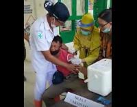 Viral, Satpam Meraung-raung Ketakutan saat Disuntik Vaksin Covid-19