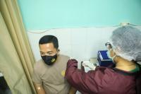 Ratusan Polisi dan Penyintas Covid-19 Disuntik Vaksin