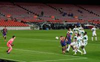 Edgar Badia Gemilang, Elche Tahan Barcelona di Babak Pertama