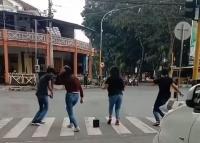 Viral Muda-Mudi Joget di Lampu Merah Berujung Dipanggil Polisi