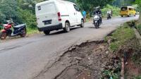 Rawan Longsor, Jalan Cikalong-Cipeundeuy Bandung Barat Terancam Putus