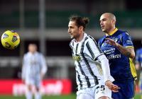 Skor Kacamata Hiasi Laga Hellas Verona vs Juventus di Babak Pertama