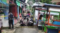 Tim Gegana Evakuasi Benda Mirip Mortir di Kali Cipinang