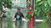 Tak Ada Bantuan Obat, Korban Banjir Desa Sayung Demak Obati Sakit Kulit dengan Solar