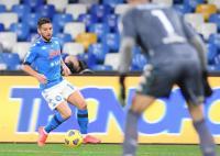 Napoli Bungkam Benevento 2-0 dengan 10 Pemain