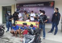 Detik-Detik Menegangkan Karyawan Toko Emas Dirampok Ratusan Juta Rupiah