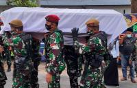 Prajurit TNI yang Gugur saat Kontak Tembak dengan MIT Dimakamkan di Pekanbaru