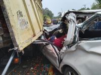 Hantam Truk Sawit, Ibu-Anak Penumpang Mobil Travel Tewas Seketika