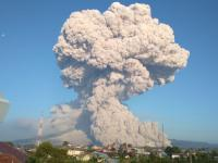 Sejak Pagi Gunung Sinabung 13 Kali Semburkan Guguran Panas