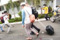 Kasus Nurdin Abdullah, Penyidik KPK Angkut Tiga Koper dari Kantor PUPR Sulsel