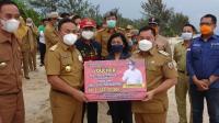 Gubernur Kalteng Serahkan Bantuan Dua Kapal 3-5 GT dan Voucher DAK Fisik Bidang Pendidikan