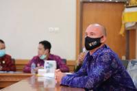 Berjuang Jadi WNI, 2 WNA Serius Menyanyikan Lagu Indonesia Raya
