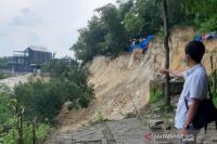 Jalan Menuju Makam Paman Sunan Giri Sayid Abdurahman di Gresik Longsor