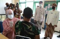 Ganjar ke Prajurit TNI: Ojo Tegang, Pilih Disuntik Vaksin Apa Dikirim Perang?