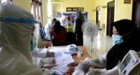 Butuh Perjuangan, Nakes di Pulau Terluar Terima Vaksin Dosis Kedua