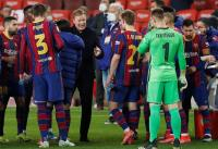 Jawaban Ronald Koeman soal Kemungkinan Barcelona Permanenkan Formasi 3 Bek