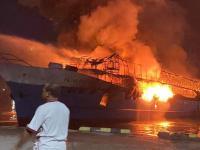 Kapal Penumpang KM Fajar Mulia 8 Terbakar di Pelabuhan Rakyat Kota Sorong