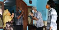 Ganjar Sambangi Bekas Indekos, Pemilik: Sudah Jadi Pejabat tapi Tidak Sombong