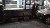 Hindari Kecelakaan, Mobil Tabrak Halte Transjakarta Pasar Jatinegara