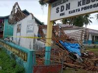 Diterjang Angin Kencang, Puluhan Rumah Rusak dan Perpustakaan Ambruk di Lampung