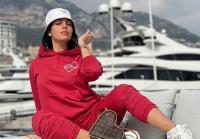 Gaya Georgina Rodriguez di Dalam Pesawat