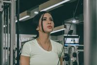 Maria Vania Pakai Kaos Ketat, Tidak Kalah dari Georgina Rodriguez