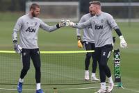 Man United Sedang Galau Pilih De Gea atau Dean Henderson