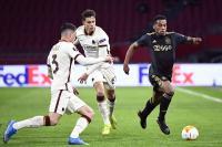 Kesal Wajahnya Dilempar Bola oleh Ball Boy Ajax, Bek AS Roma Justru Diganjar Kartu Kuning