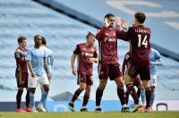 Man City Takluk oleh Leeds, Nathan Ake pun Frustrasi