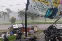Angin Kencang dan Hujan Es Gemparkan Warga Bandung