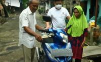 Dapat Bantuan Motor, Tangis Kakek Penjual Es Krim Korban Curanmor Tak Terbendung