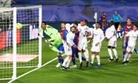 Sergi Roberto Kesal Barcelona Tak Dihadiahi Penalti saat Dihajar Real Madrid