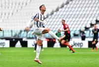 Cristiano Ronaldo Lempar Jersey Juventus, Tanda Tak Hormati Klub?