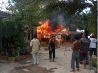 Rumah Warga Terbakar Usai Disambar Petir