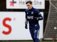 Sambut Ramadan, Mesut Ozil Keluarkan Produk Fesyen Bernuansa Islami