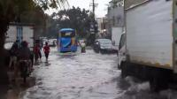 Diguyur Hujan 2 Jam, Sejumlah Ruas Jalan di Bandung Kebanjiran