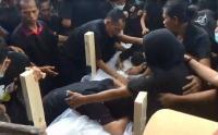 Isak Tangis Iringi Pemakaman Korban Penembakan KKB, Hymne Guru Berkumandang