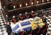 Ratu Elizabeth II Duduk Sendiri Dekat Altar Prosesi Pemakaman Pangeran Philip