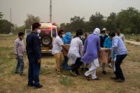 Dilanda Tsunami Covid-19, India Catat 230 Ribu Kasus dalam Sehari