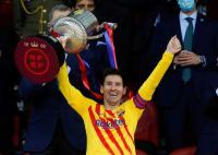 Lionel Messi Bahagia Bisa Angkat Trofi Copa del Rey Pertamanya sebagai Kapten Barcelona
