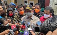 Gubernur Anies Kunjungi Korban Kebakaran Tamansari